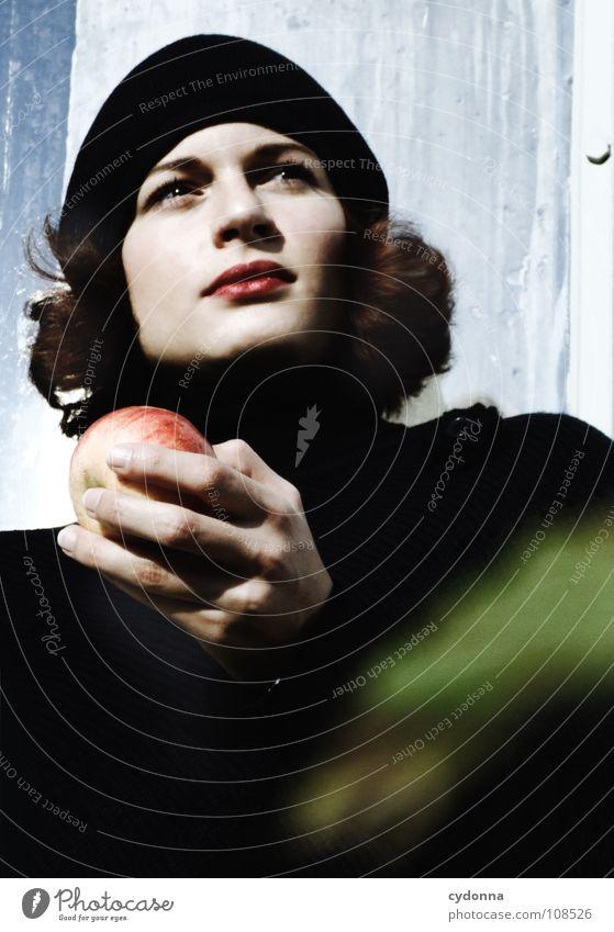 All about Eve I Herbst Jahreszeiten Frau Industriegelände schön Beautyfotografie Porträt entdecken Ernährung Symbole & Metaphern Versuch geheimnisvoll