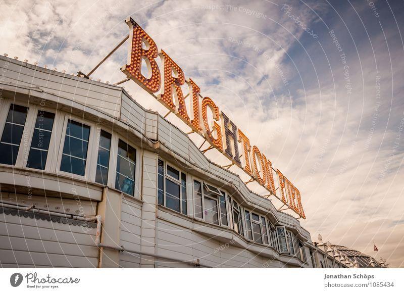 Brighton XI Himmel Ferien & Urlaub & Reisen Stadt Freude Strand Fenster Küste Fassade Tourismus ästhetisch Insel Buchstaben erleuchten Wahrzeichen Typographie