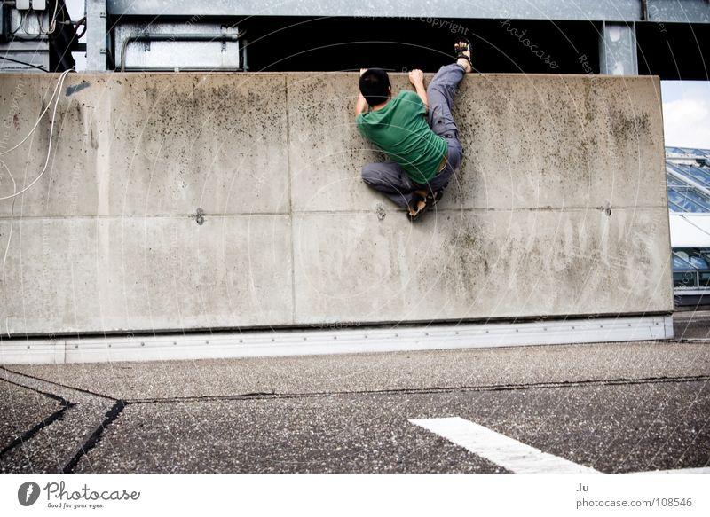 _ Industrie-Boulder Sport Wand Mauer Kraft Fabrik Klettern festhalten Dynamik aufwärts Barriere Spinne brechen vertikal kleben