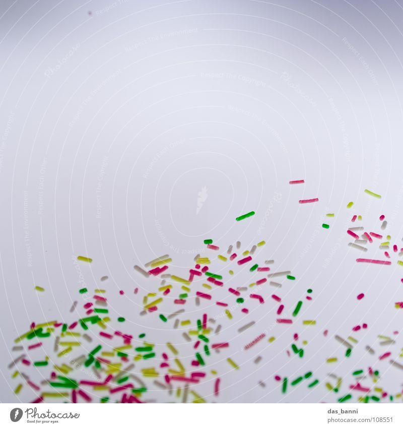Streugut I Streusel Krümel Vor hellem Hintergrund Textfreiraum oben mehrfarbig Süßwaren Zuckerstreusel
