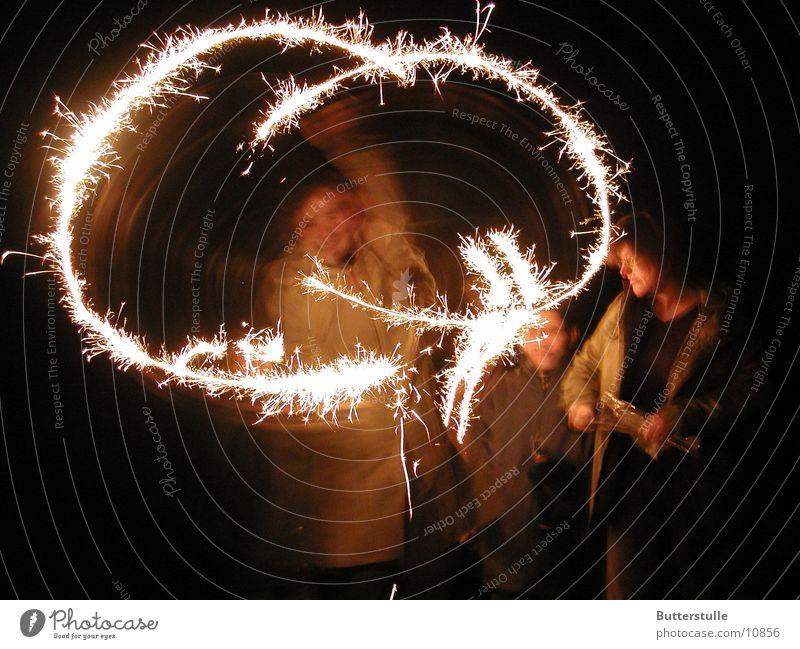 Wunderkerze Silvester u. Neujahr Licht Belichtung Menschengruppe gezappel