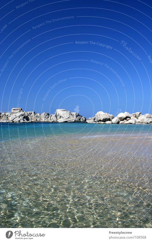 ...einsame Bucht Meer Strand Ferne Einsamkeit Sommer Küste Wasser Sand Himmel