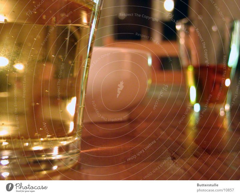 zu zweit Tisch Stillleben Dinge Häusliches Leben Glas