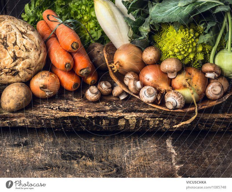 Bio Gemüse Auswahl auf altem Holztisch Natur Sommer Gesunde Ernährung Leben Herbst Stil Feste & Feiern Hintergrundbild Garten Lebensmittel Design Tisch Kochen & Garen & Backen Küche Gemüse Ernte