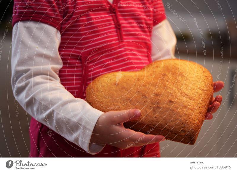 für Mama Lebensmittel Teigwaren Backwaren Kuchen Ernährung Muttertag Mensch Kind Kleinkind Mädchen Kindheit Oberkörper 1 3-8 Jahre Kleid herzförmig lecker süß