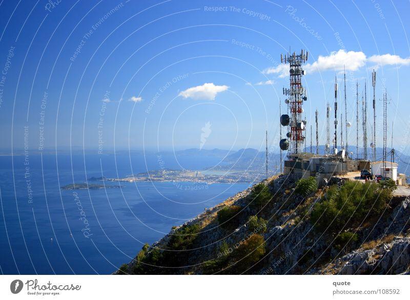 Radiation Summit Griechenland trist Antenne Elektrisches Gerät Funktechnik Fernsehen rot weiß Physik Sommer heiß Meer Wasserfahrzeug Wolken Ferne erhaben