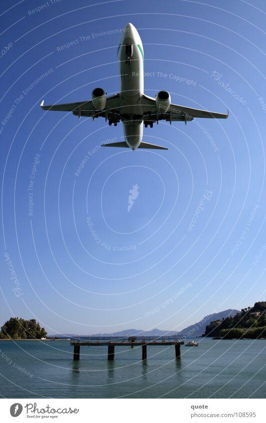 Anschnallen Wasser Himmel Meer blau Kraft Flugzeug Energiewirtschaft Luftverkehr gefährlich mehrere Insel Technik & Technologie nah bedrohlich Flughafen