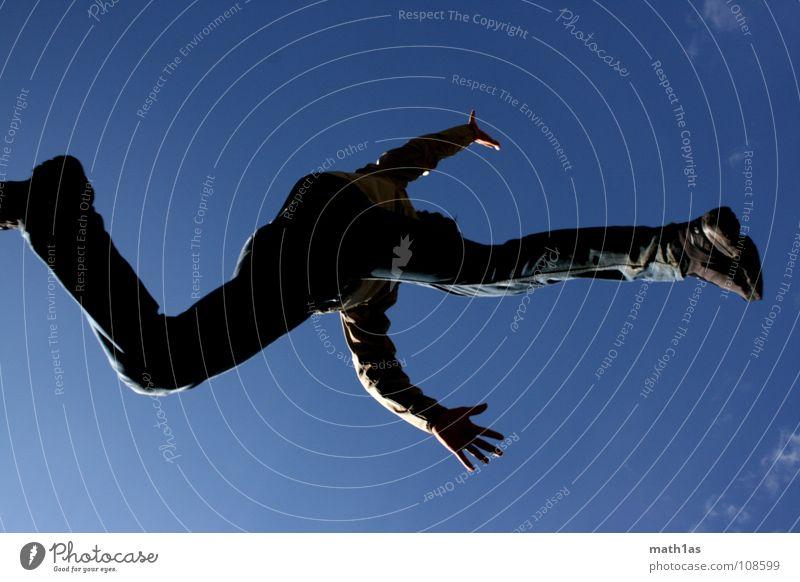 Into the blue Himmel weiß blau Freude Wolken springen Schuhe laufen Bayern Dynamik hüpfen schreiten Ramsau bei Berchtesgaden