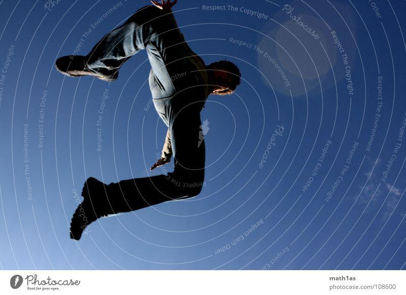 Gap into the blue Himmel weiß blau Freude Wolken springen Schuhe laufen Dynamik hüpfen schreiten Ramsau bei Berchtesgaden