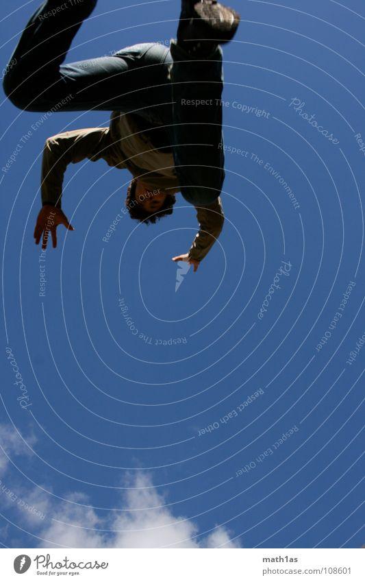 wolken fangen Himmel weiß blau Sommer Freude Wolken springen Schuhe laufen Dynamik hüpfen schreiten Ramsau bei Berchtesgaden