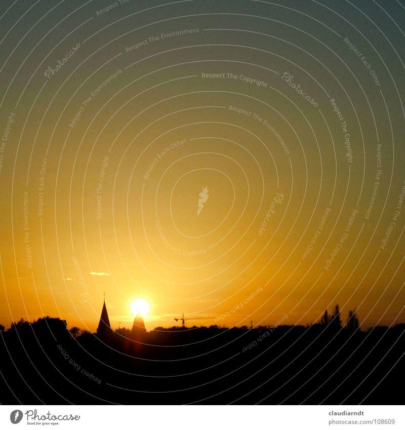 Leuchtturm Himmel schön Stadt Sonne Ferne Farbe Lampe Religion & Glaube Beleuchtung Romantik Sehnsucht Frieden Skyline entdecken Aussicht