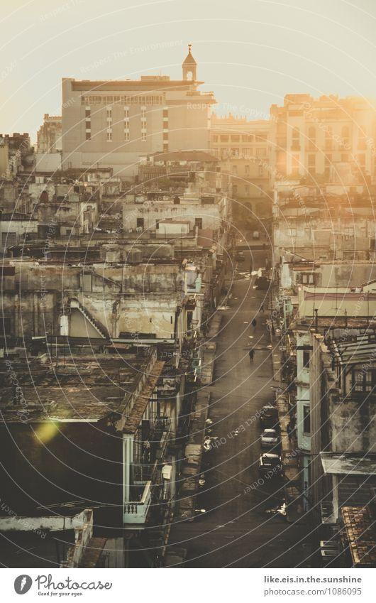 Havanna. Ferien & Urlaub & Reisen Stadt alt Haus Wand Straße Reisefotografie Gebäude Mauer kaputt verfallen Hauptstadt Stadtzentrum Altstadt Renovieren Kuba