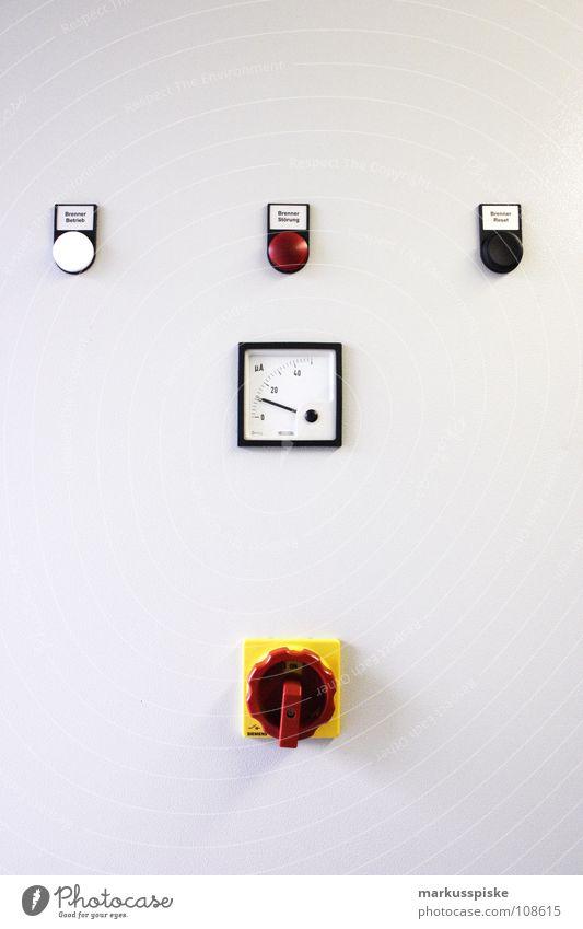 schaltpult Schalter Regler Knöpfe überwachen Blinklicht Warnleuchte Schaltpult Notfall GAU Wissenschaften Kontrolle Stromkraftwerke kontrollraum pulen exit