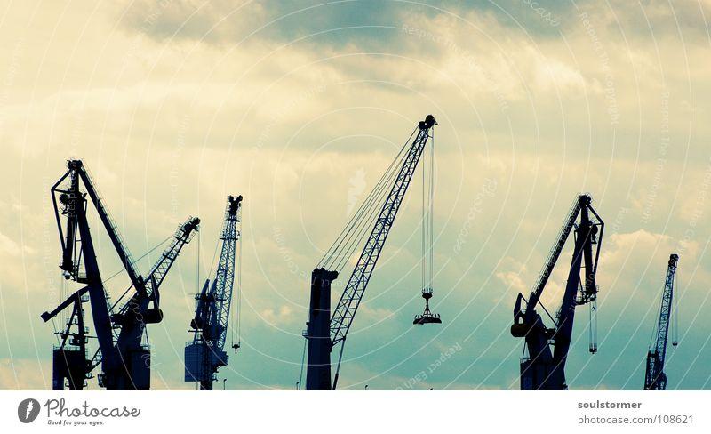 hochziehen Himmel weiß blau schwarz Wolken Arbeit & Erwerbstätigkeit oben Wasserfahrzeug Hamburg hoch Industrie mehrere Hafen viele Gewicht Europa