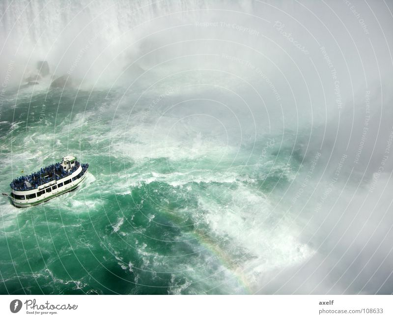 Wasserwand grün Sommer Wasserfahrzeug Nebel Felsen Tourismus Fluss Kanada Wasserfall Regenbogen Sightseeing Wasserwirbel Gischt Jahreszeiten Niagara Fälle