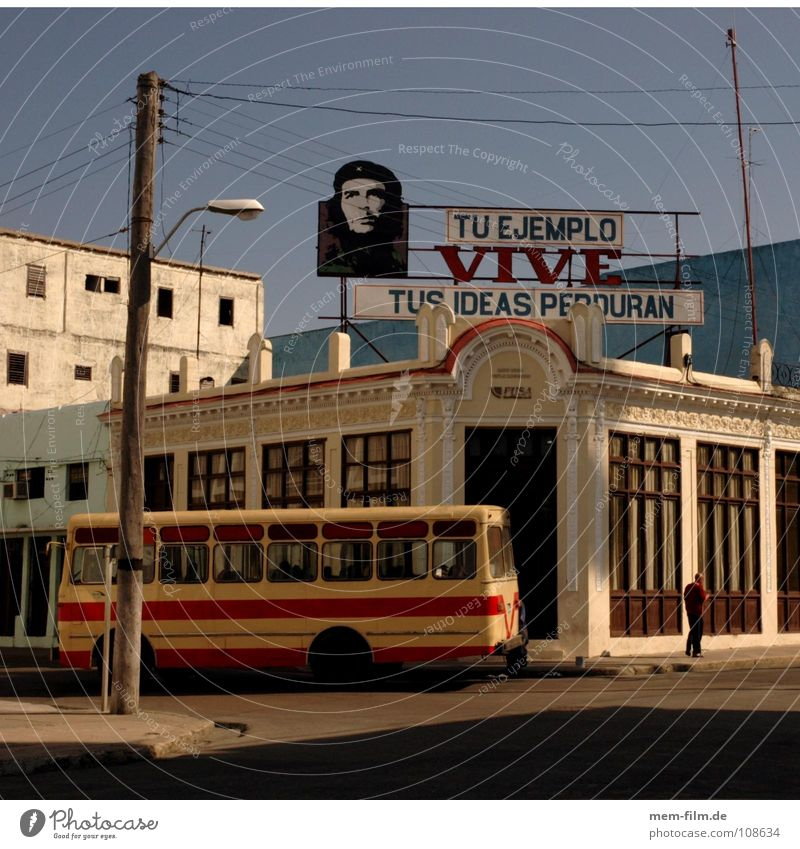 ché an der kreuzung Stadt Ferien & Urlaub & Reisen Straße Tourismus Werbung Kuba Verkehrswege Bus Südamerika Mischung Politik & Staat Havanna Sozialismus