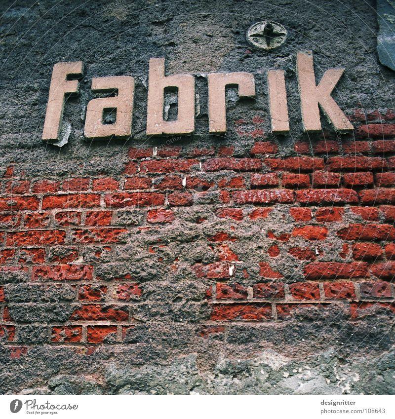 vergessen alt Arbeit & Erwerbstätigkeit Industriefotografie Fabrik Schriftzeichen kaputt Vergänglichkeit verfallen historisch Typographie Krieg vergangen