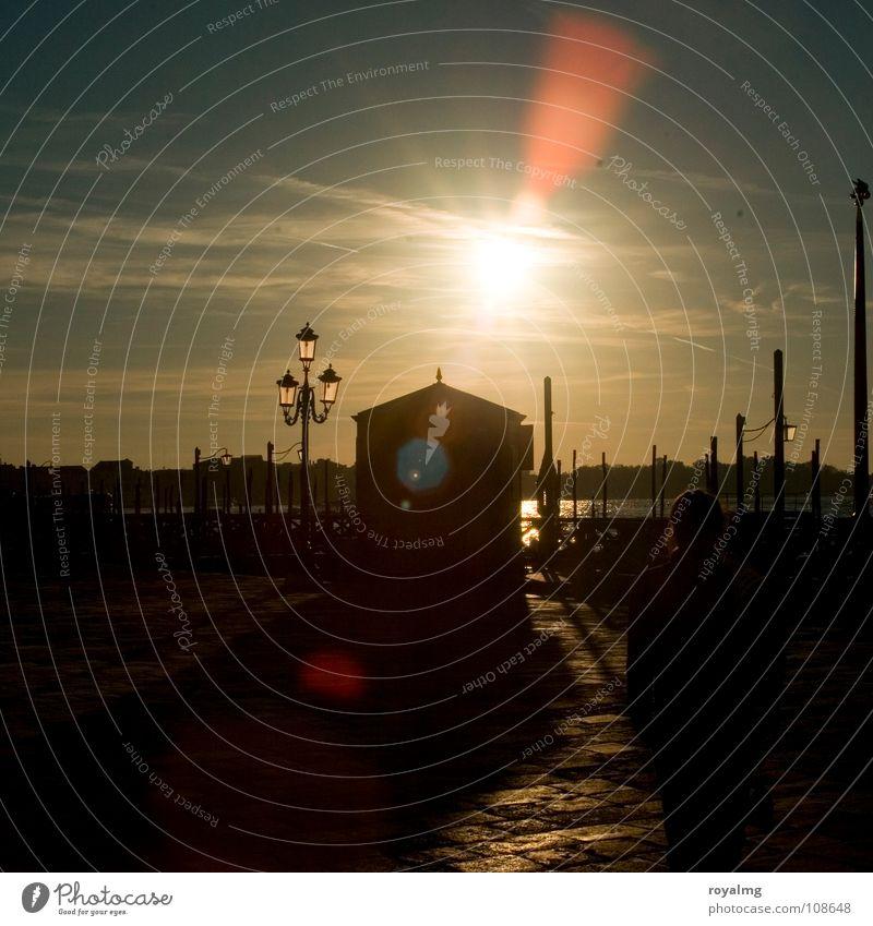 Morgen in Venedig Himmel Sonne Meer schwarz gelb Lampe dunkel Herbst hell Italien Abwasserkanal