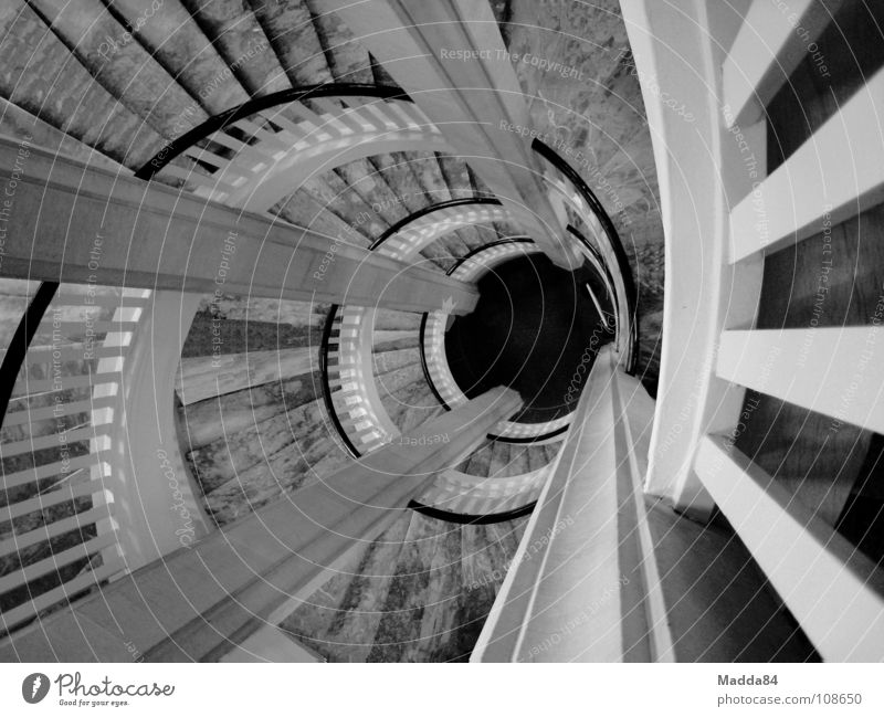 Treppe Wendeltreppe Wasserwirbel Sog Schwarzweißfoto Schnecke Verwirbelung Marmor abwärts