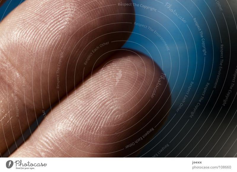 Irrgarten Fußspur Beweis Biometrie einzigartig Finger Fingerabdruck Fingerkuppe Hand identifizieren Hinweis Furche Makroaufnahme Nahaufnahme Mann Moral