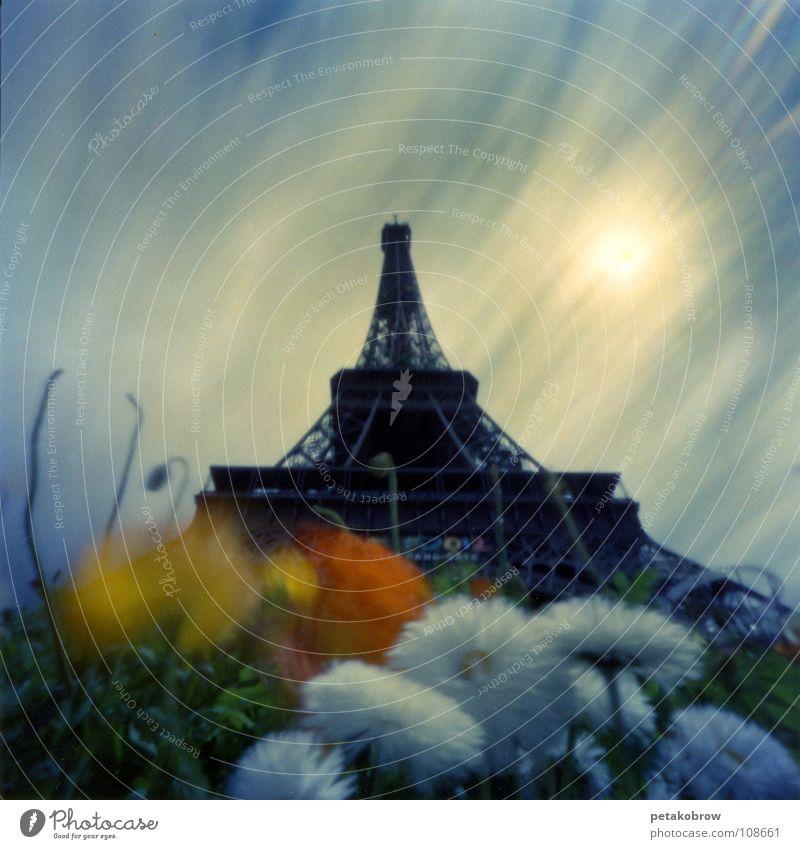LochbildParis01 Himmel Sonne Blume Wolken Garten Architektur Turm Frankreich Wahrzeichen Tour d'Eiffel