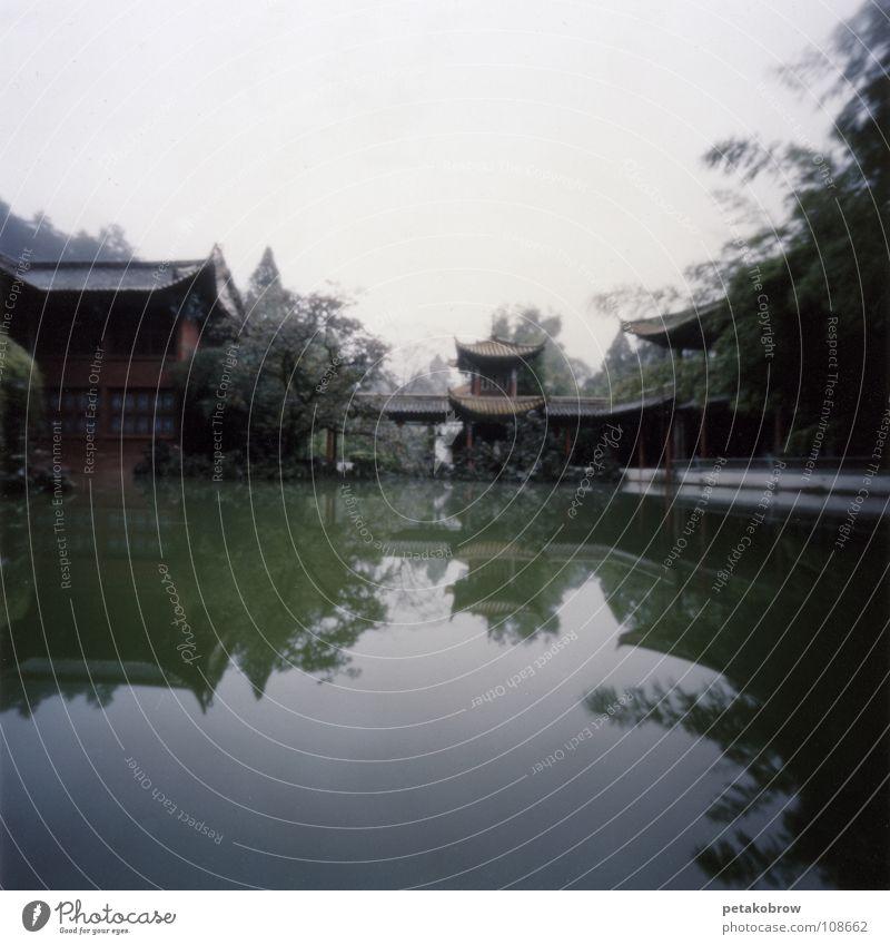 LochbildChina02 Tempel Kunming Reflexion & Spiegelung Buddhismus Architektur Lochkamera Idylle Garten