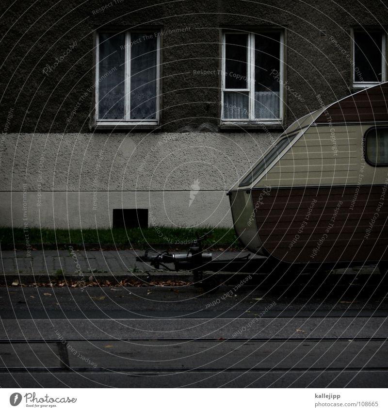 ein chamäleon macht urlaub (teil III) Wohnwagen Wagen parken Parkbucht Fenster Fassade Wohnung Leben vermieten Tarnung Ferien & Urlaub & Reisen Erholung
