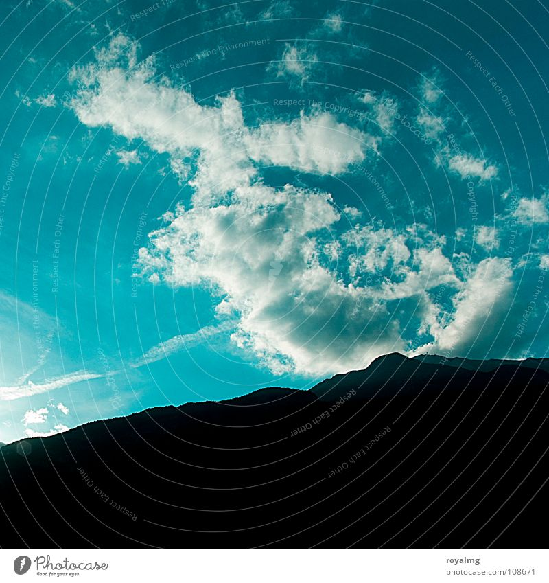 ich seh etwas... blau schwarz Wolken Tier Berge u. Gebirge Stimmung