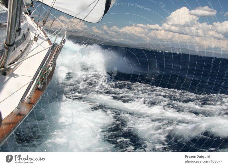 Raumwindkurs Himmel Wasser Ferien & Urlaub & Reisen Meer Sommer Wolken Sport Freiheit Holz Bewegung springen Horizont Wasserfahrzeug Wellen Geschwindigkeit Segeln