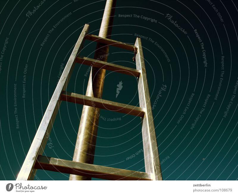 Leiter Arbeit & Erwerbstätigkeit hoch Sicherheit Klettern Häusliches Leben Handwerk Sturz Karriere aufsteigen Haushalt Absturz Aluminium steil Versicherung