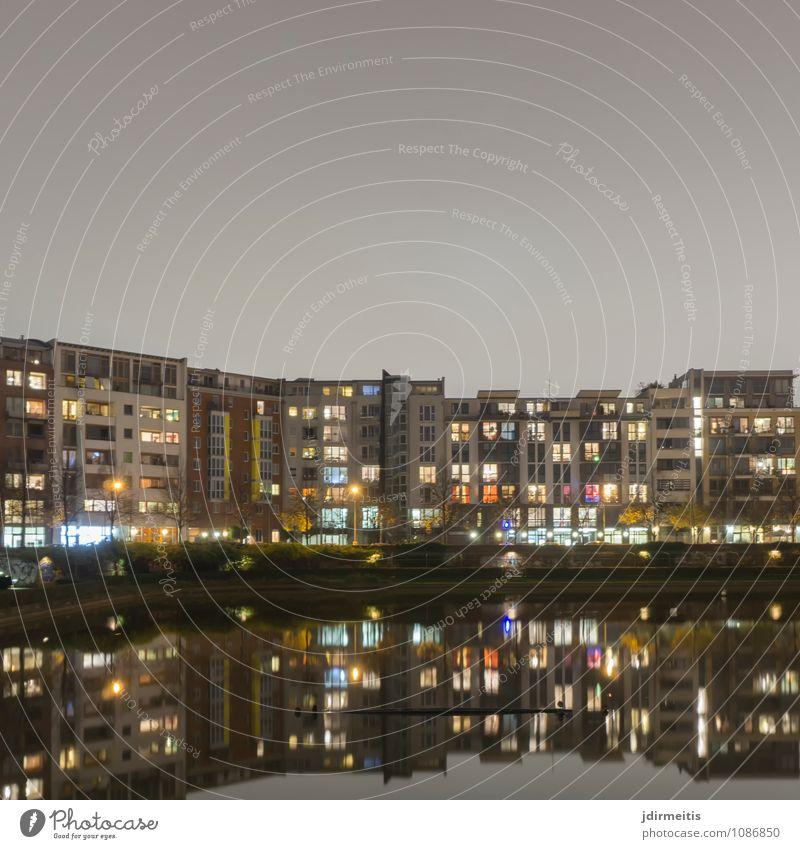 Engelbecken Wohnung Haus Park Berlin Deutschland Europa Stadt Hauptstadt Stadtzentrum Menschenleer Hochhaus Mauer Wand Balkon Häusliches Leben Architektur