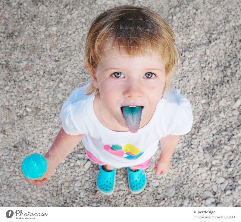 (un)gesunde Ernährung Kind Ferien & Urlaub & Reisen Farbe Sommer Freude Mädchen Strand Essen Lebensmittel Kindheit Speiseeis Kunststoff Süßwaren türkis