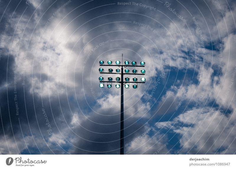 Spot aus - Licht an Stadt blau Sommer ruhig Wolken Freude Holz Schwimmen & Baden außergewöhnlich Lampe Energiewirtschaft Glas fantastisch beobachten Schönes Wetter Schwimmsport