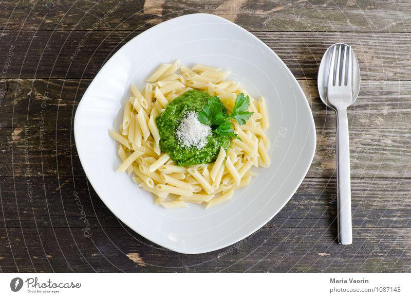 Petersilienpesto Lebensmittel Kräuter & Gewürze Ernährung Mittagessen Vegetarische Ernährung Teller Besteck Gabel Löffel Küche Gesundheit lecker grün Pesto