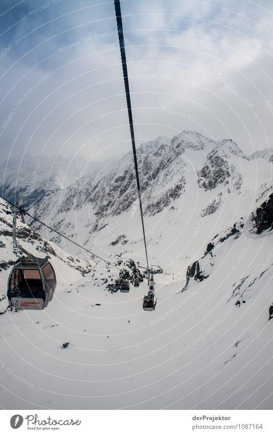 Gondeln ins Tal Ferien & Urlaub & Reisen Tourismus Ausflug Ferne Sport Wintersport Umwelt Natur Landschaft schlechtes Wetter Eis Frost Schnee Felsen Alpen