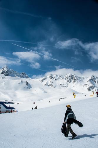 Mal kurz abkühlen gehen Natur Ferien & Urlaub & Reisen Landschaft Ferne Winter kalt Berge u. Gebirge Umwelt Gefühle Sport Tourismus laufen Schönes Wetter