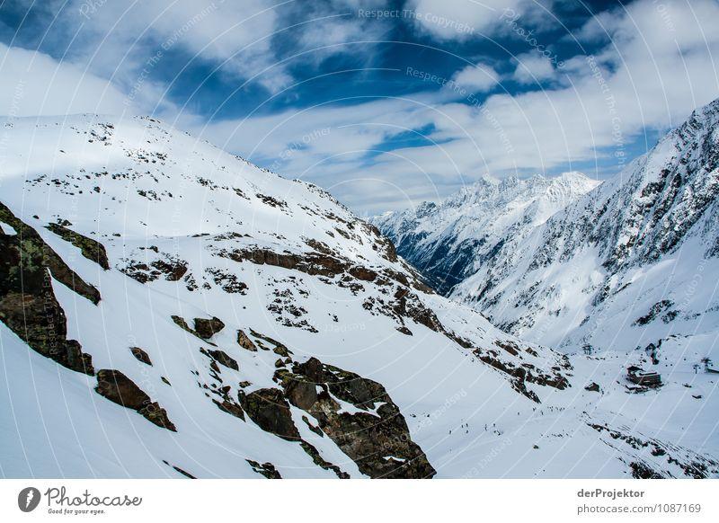 Die Skisaison fängt an Natur Ferien & Urlaub & Reisen Pflanze Landschaft Ferne Winter Berge u. Gebirge Umwelt Schnee Sport Freiheit Felsen Tourismus Schönes Wetter Urelemente Gipfel