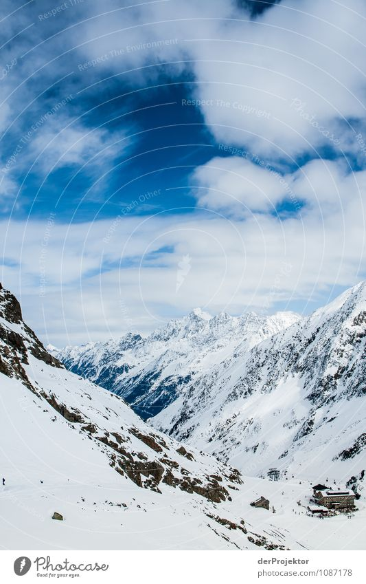 Bergparadies mit Hütte ohne Sonne Ferien & Urlaub & Reisen Tourismus Ferne Freiheit Winterurlaub Berge u. Gebirge Skifahren Umwelt Natur Landschaft Tier