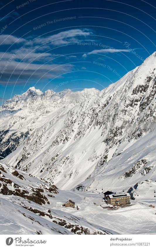Bergparadies mit Hütte Ferien & Urlaub & Reisen Tourismus Abenteuer Ferne Freiheit Winter Schnee Winterurlaub Berge u. Gebirge Schönes Wetter Felsen Alpen