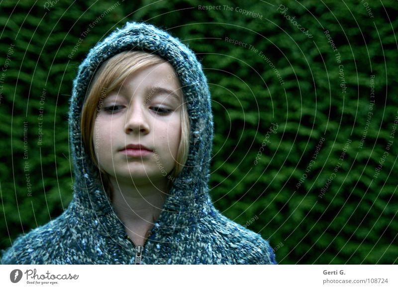 ^^ Kapuze Physik Winter kalt Kälteschutz Bekleidung Kopfbedeckung stricken Seil Strickjacke Gesicht Porträt grün langhaarig Mädchen Fräulein Jugendliche blond