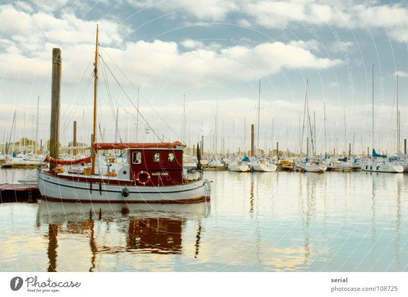 Old Boat Wasserfahrzeug Meer Anlegestelle Wolken Holz Ruderboot rot Seil Rettungsring Nostalgie Oldtimer fahren Rundfahrt Hafen Industrie Schifffahrt alt Himmel