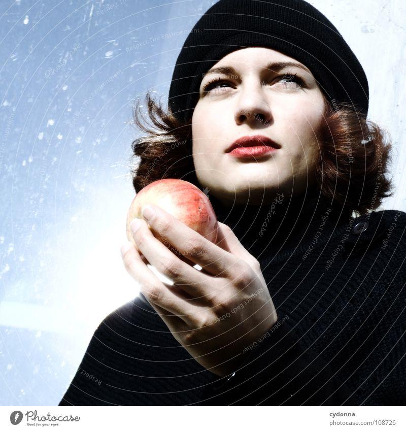 All about Eve III Herbst Jahreszeiten Frau Industriegelände schön Beautyfotografie Porträt entdecken Ernährung Symbole & Metaphern Versuch geheimnisvoll