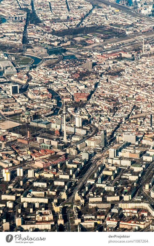 Berlin ist... Ferien & Urlaub & Reisen Freude Haus Straße Architektur Gebäude Berlin Zufriedenheit Luftverkehr Tourismus Hochhaus Verkehr Kirche Flugzeug Coolness Turm
