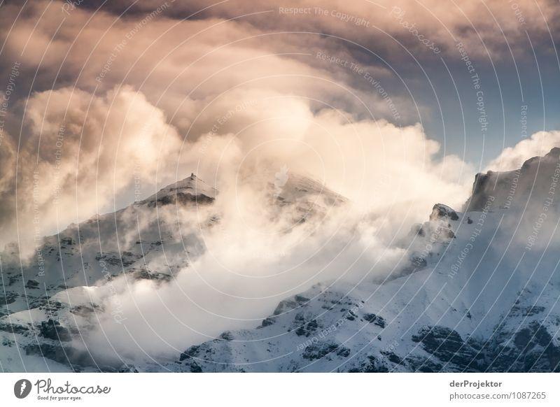 Wolkenspektakel am Berg Natur Ferien & Urlaub & Reisen Pflanze Landschaft Freude Tier Ferne Winter Berge u. Gebirge Umwelt Gefühle Schnee Freiheit Felsen