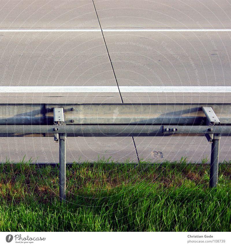 Leitplanke weiß grün Straße Wiese oben grau Metall Beton Rasen Asphalt Dinge Autobahn Fuge Motorsport Seitenstreifen Leitplanke