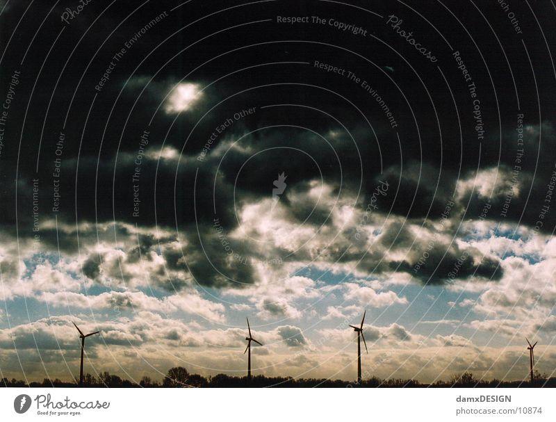 Weltuntergang Himmel Wolken dunkel Wetter Windkraftanlage Apokalypse