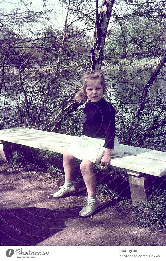 Sonntagsausflug Kind Mädchen Pause Baum Sechziger Jahre Sommer Bank Wege & Pfade