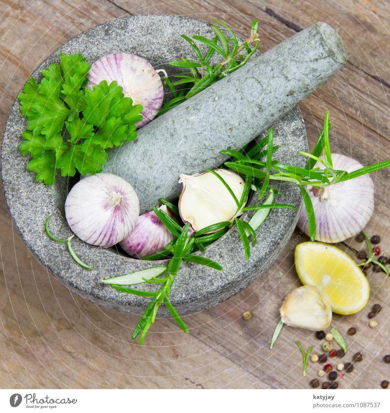 Kräuter im Mörser Knoblauch Knoblauchzehe Rosmarin kochen & garen Zitrone aromatisch Küchenkräuter Lebensmittel Gesunde Ernährung Speise Foodfotografie frisch