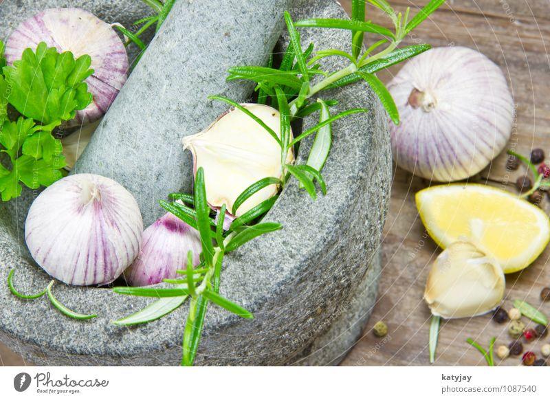 Kräuter im Mörser grün Gesunde Ernährung Speise Holz Foodfotografie Lebensmittel frisch Tisch Kochen & Garen & Backen Kräuter & Gewürze Küche Gastronomie Duft