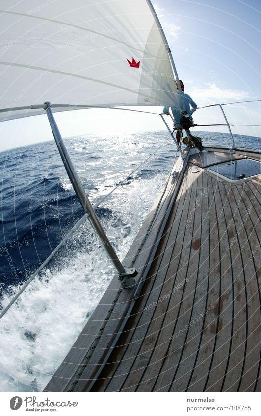 die Welt voraus Meer Segeln Anker Gischt Wellen weiß fahren Wellengang Sportboot Kroatien Horizont Aussicht Fernweh Spielen Fock Bugkorb blau Spitze Holzdeck